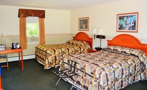 Room with Two Double Beds Photo 8