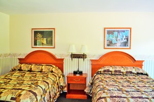 Room with Two Double Beds Photo 9