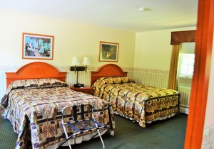 Room with Two Double Beds Photo 6